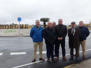 José Luis Vega inaugura en Horche las dos primeras glorietas de la red de carreteras de la Diputación