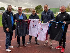 López Carrizo y la Federación de Fútbol de Castilla-La Mancha entregan a Nueva Luz material deportivo