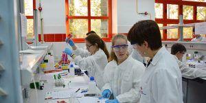 La Facultad de Químicas de la UCLM celebra su patrón con actividades académicas y lúdico-culturales