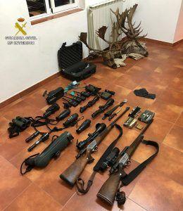 La Guardia Civil detiene en Cañete a dos cazadores furtivos de Murcia con tres gamos y un ciervo