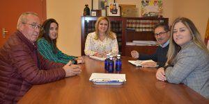 María Ángeles Martínez se reúne con el Ayuntamiento de Cervera del Llano para conocer las necesidades del municipio