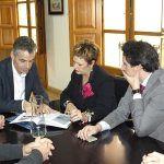 Aquona establece cauces de colaboración con el Ayuntamiento de San Clemente en materia social y medioambiental