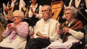 Entrañable actuación navideña de los ancianos y ancianas del SED de Cabanillas