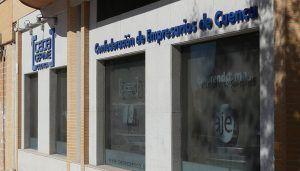 La patronal conquense aclara que la sentencia del Tribunal Constitucional no despide por enfermar