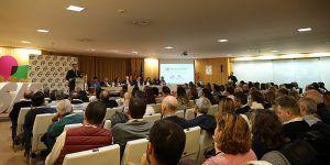 Paco Núñez critica a Page por disparar el número de altos cargos y asesores para desempeñar trabajos que podrían realizar empleados públicos