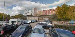 """El Ayuntamiento de Cuenca cerrará este miércoles el parking """"ilegal"""" de la explanada de tierra situada entre el pasaje y la calle Antonio Maura"""