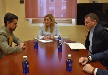 El Gobierno regional y AJE trabajarán en la puesta en marcha de medidas que fomenten el emprendimiento entre los jóvenes de Cuenca