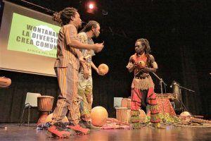 El III Más música, por favor de Cabanillas arranca con lleno y ritmos africanos