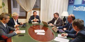 La Junta refuerza su colaboración con los operadores locales para extender la banda ancha de última generación a toda la región