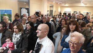 Las Mujeres con color abarrotan la sala de exposiciones de Cabanillas en la inauguración de su muestra