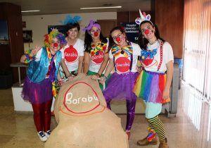 Un grupo de voluntarias de la asociación Barabú Payasos visita el Hospital de Guadalajara