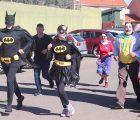 Calor, disfraces y muy buen rollo en la V Milla Solidaria Carnavalesca de Cabanillas