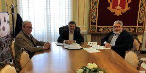 El Colegio Oficial de Enfermería de Cuenca presenta al alcalde la campaña 'Nursing now'