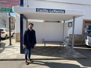 El Gobierno regional renueva 206 marquesinas de autobús en distintos puntos de la provincia de Cuenca