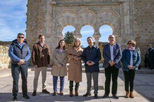 Page muestra su apoyo a las casas regionales de Castilla-La Mancha repartidas por España con el compromiso de visitarlas todas