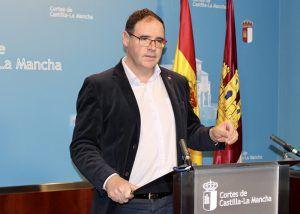 Prieto insta al Gobierno de Page a que facilite la vida en los pueblos para que sus habitantes no pierdan oportunidades