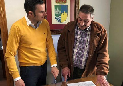 Villalba de la Sierra expone sus posibilidades al técnico de la oficina de atención al inversor de Invierte en Cuenca