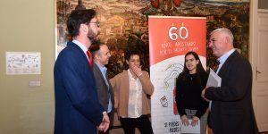 José Luis Vega recibe a la ganadora provincial del concurso Jóvenes Talentos 2019, de la Fundación Coca-Cola