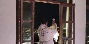 Todos los días bendición del Santísimo sobre la ciudad de Cuenca y petición por los enfermos y personal sanitarios
