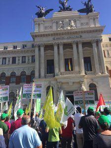 Unión de Uniones convoca el 26 de marzo a los agricultores y ganaderos a manifestarse ante el Ministerio en Madrid