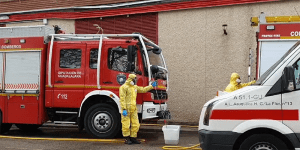 Los bomberos de la Diputación de Guadalajara y del Ayuntamiento de la capital han descontaminado ya 330 ambulancias en el Hospital