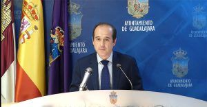 """El Ayuntamiento de Guadalajara destinará 6,7 millones de euros a la """"reconstrucción económica y social"""" en un acuerdo con patronal y sindicatos"""