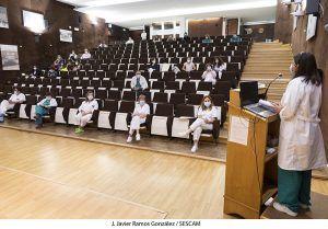 La Gerencia del Área Integrada de Guadalajara hace entrega de sus certificados de final de residencia a 35 nuevos especialistas.