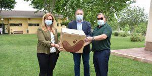 La Junta y el Ayuntamiento de Cuenca entregan material de protección a ASPADEC para trabajadores y usuarios