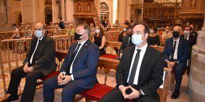 Martínez Guijarro asiste a la misa funeral en honor a las víctimas de la Covid-19 en la Catedral de Cuenca