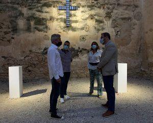 Robles agradece a Alexander James Hamilton que elija Budia y su convento carmelita para visibilizar su nuevo proyecto artístico