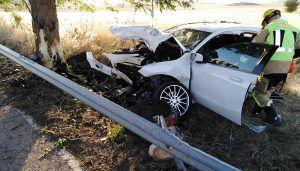 Una mujer grave en la UCI tras chocar el coche que conducía contra un árbol en Tarancón