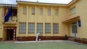 El Ayuntamiento de Pareja acondiciona su escuela para el comienzo de curso