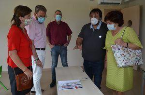 Eusebio Robles visita el centro polivalente de Apanag
