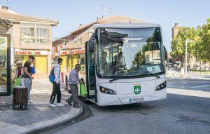 La Junta avanza en la renovación de los servicios ASTRA de autobús en Alovera, Villanueva de la Torre y Quer
