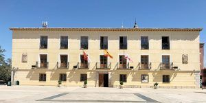 El Ayuntamiento de Tarancón se iluminará de naranja el próximo martes con motivo del Día Mundial de la Leucemia Mieloide Crónica