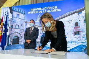 El Gobierno regional firma un protocolo con el Ayuntamiento de Sigüenza para la remodelación del Parque de la Alameda