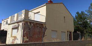 El grupo Municipal Unidas Podemos Izquierda Unida en El Casar denuncia el abandono de dos viviendas de protección pública desde hace una década
