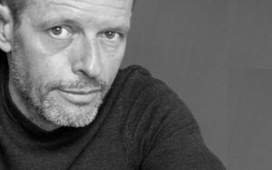 Las Casas Ahorcadas otorga el Tormo Negro a Bernard Minier por su novela 'Una maldita historia'