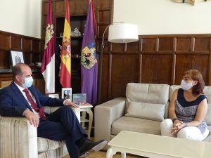 Primer encuentro oficial de la subdelegada del Gobierno, Mercedes Gómez, con el alcalde de Guadalajara, Alberto Rojo