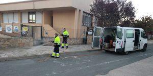 Cinco trabajadores emplean su jornada laboral diaria a desinfectar Sigüenza