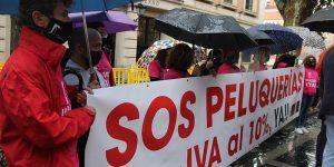 La Asociación de Peluquerías y Centros de Estética de Guadalajara se concentra para pedir la bajada del IVA al 10%