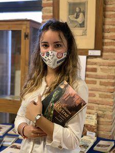 La seguntina de 16 años Irene Bodega publica su primera novela 'La última reina'
