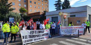 Los trabajadores del Transporte Sanitario se manifiestan en Toledo en su 9º día de huelga para exigir la intervención del consejero Jesús Fernández