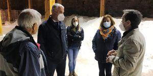 Vega se interesa por los nuevos proyectos en torno a las salinas de Saelices de la Sal