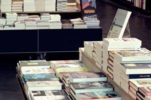 A los libreros de C-LM no les hace ninguna gracia que la Junta oferte licencias digitales gratuitas de libros de lectura obligatoria en los colegios