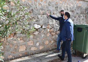 La Diputación de Cuenca ayuda con 10.000 euros al Ayuntamiento de Los Hinojosos para reparar el muro de la iglesia de San Bartolomé