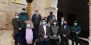 La subdelegada del Gobierno visita el cuartel de la Guardia Civil de Pastrana y mantiene un encuentro con los alcaldes de la demarcación