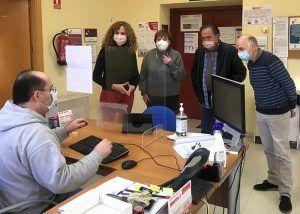 El Gobierno regional se interesa por el funcionamiento del servicio de video interpretación en lengua de signos en la OIR de Molina