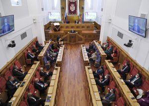 """El presidente de las Cortes regionales pide que """"no discutamos sobre lo esencial, lo que somos y lo que nos une"""""""