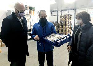 El subdelegado del Gobierno en Cuenca, visita la empresa Olmo Mazcuñán de Villanueva de la Jara